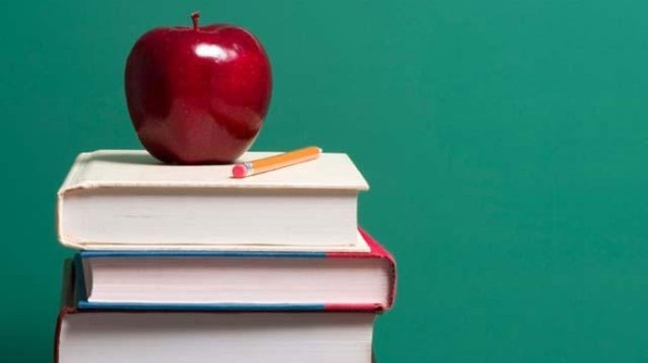 Apple-on-top-of-school-books-jpg